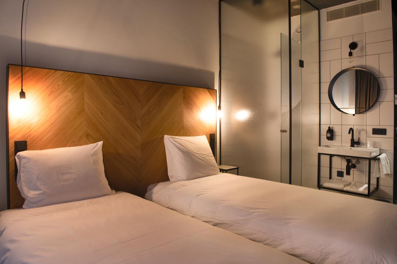 comfort room double 9.png